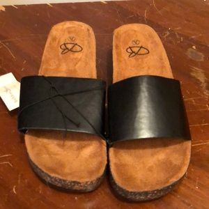 Bobbie brooks black slider sandles